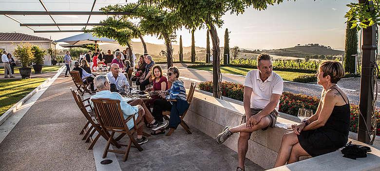 Weinevent im Sommer auf Val delle Rose in der Maremma mit Vermentino und Morellino
