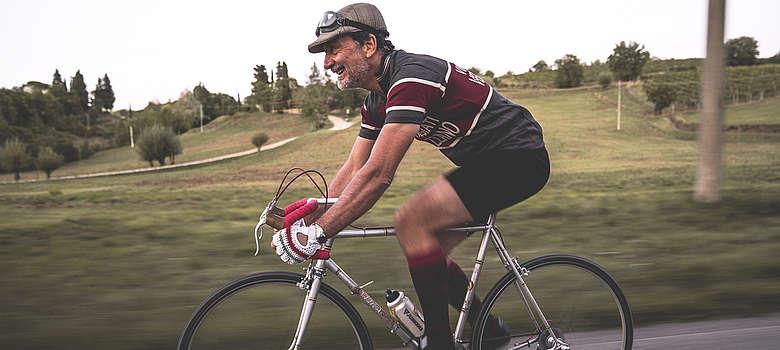 Italien-WEin-Toskana-Chianti-Weingut-Castello di Verrazzano- Luigi Cappellini auf dem Rennrad im Chianti beim Eroica-Radrennen