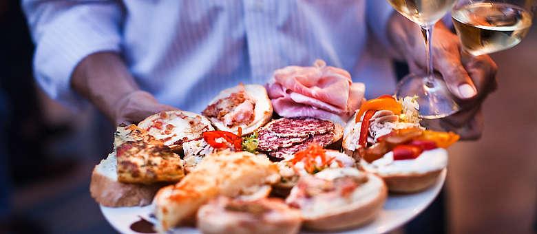 Darf bei keinem Fest und in keiner trattoria fehlen, die leckeren Antipasti wie hier in der Osteria Capello in Udine