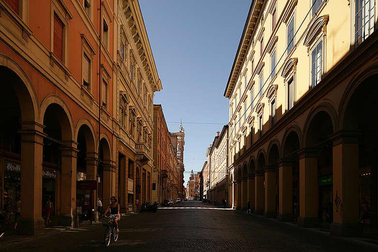 italien, Modena, Strassenzug in der Innenstadt