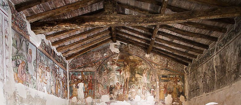 In der Franciacorta in der Region Lombardei in Italien gibt es wunderschöne Abbazien und Kloster wie die Abbazia San Pietro Lamosa am Iseo-See, die Wand- und Deckenbemalung ist wertvolles Zeugnis aus vergangenen Jahrhunderten