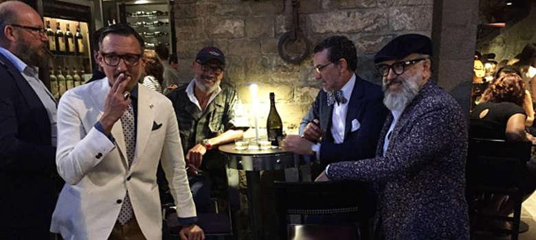 Italien-WEin-Toskana-Chianti-Weingut-Castello di Verrazzano- Luigi Cappellini mit Freunden in seinem Lokal in Florenz