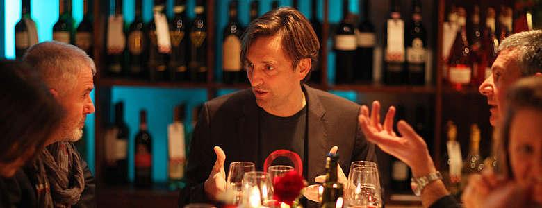 Weinjournalist Steffen Maus bei der Vorstellung sizilianischer Weine während der Prowein in der Gusteria Lettini in Düsseldorf
