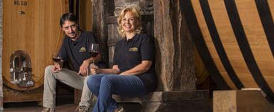 Italien-Wein-Toskana-Brunello-Weingut Nardi-Emanuele und Silvia Nardi im Weingutskeller