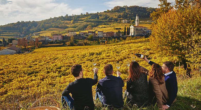 Cavazza Weingut - Die Familie in den Weinbergen in Gambellara in Venetien